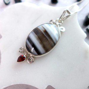 Jewelry - Striped Black & White Agate Garnet pendant